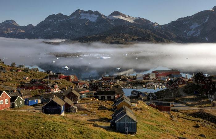 Polar greenland village --Mariusz-Kluzniak