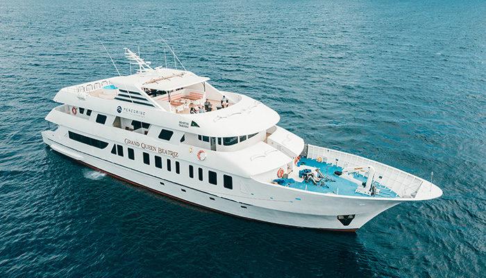 Grand Queen Beatriz boat