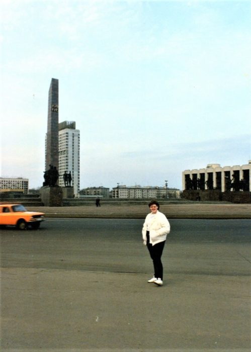 Carla, at 18 years old, in front of the Victory Monument