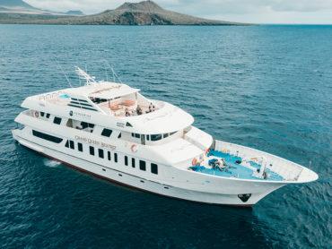 Grand Queen Beatriz yacht