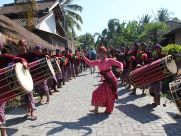 locals on Lombok dancing in traditional dress