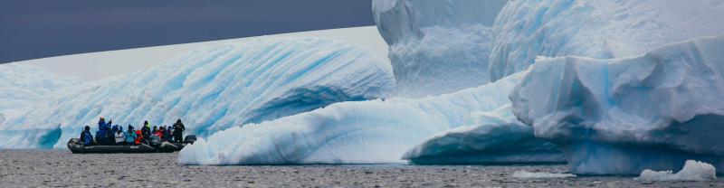 Passengers visit iceberg in Antarctica