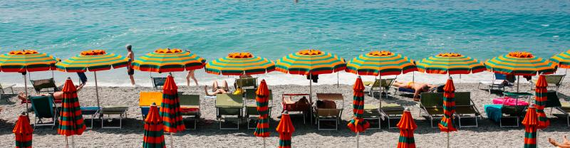 PEIDC_cinque-terre_italy_umbrellas