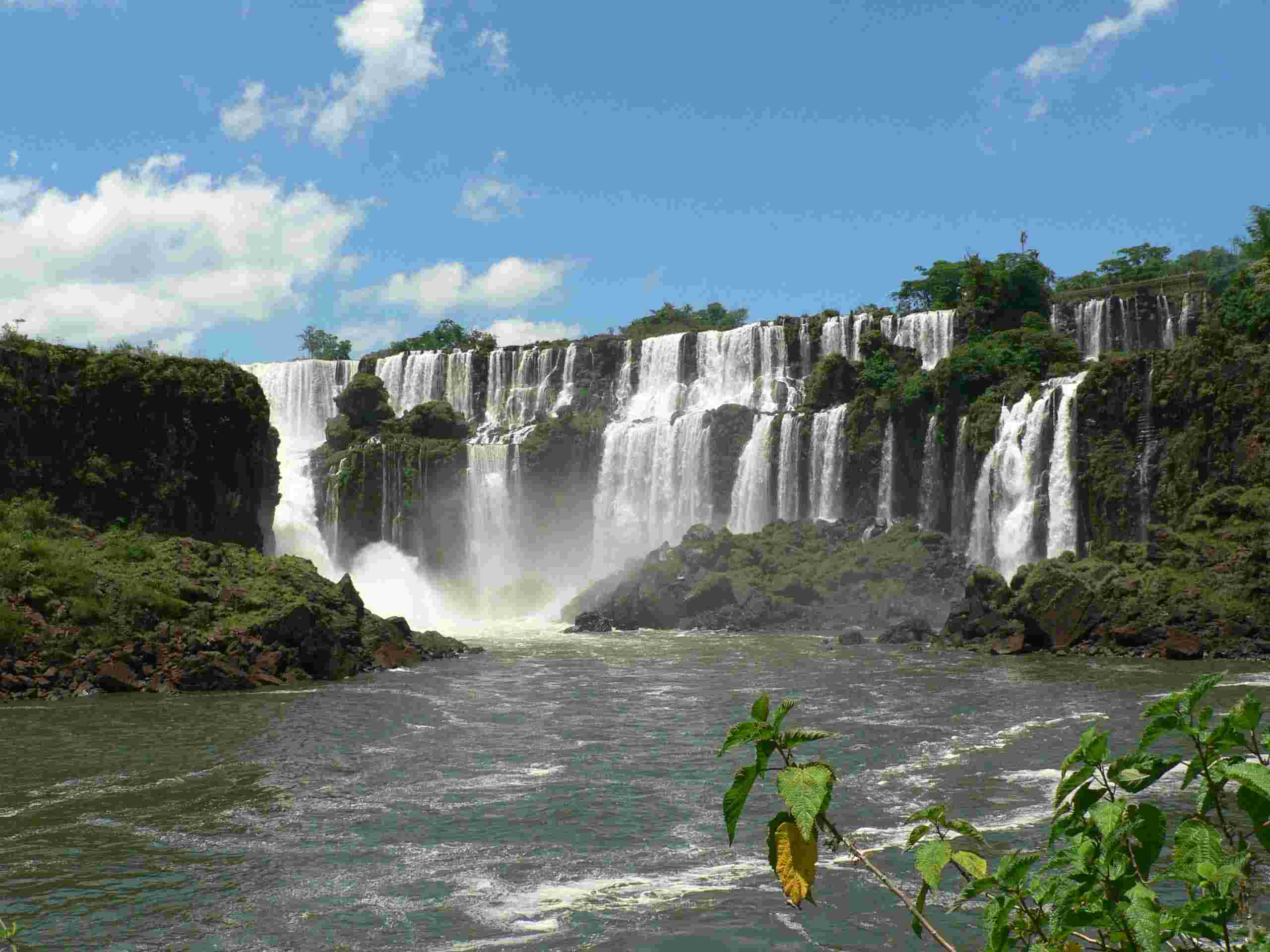 iguazu falls Iguassu falls is the international name of the falls, however is is referred locally as iguazu falls (spanish) and iguaca falls (portuguese) the falls are located on the border of brazil and argentina and not far from paraguay.